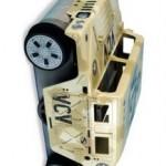Painovoimaa uhmaava radio-ohjattava auto