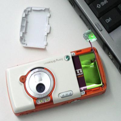 Suoraan USB-liittimestä ladattava matkapuheliment akku