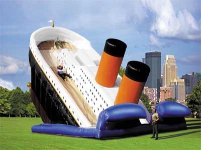 Puhallettava Titanic liukumäki