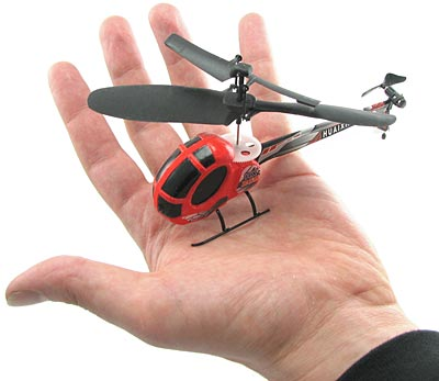 Todella pieni radio-ohjattava helikopteri