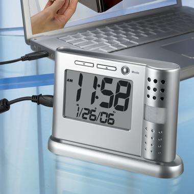Herätyskello tallentavalla valvontakameralla
