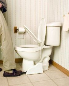 Pedaalilla nostettava WC-istuin