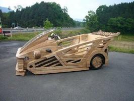 """Japanilainen puinen """"superauto"""""""