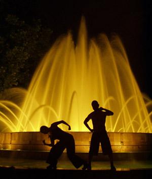musiikin mukaan tanssiva suihkulähde