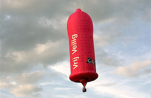 condom-shaped-hot-air-balloon.jpg