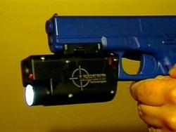 Yhdysvalloissa poliiseille asekamera, joka tallentaa, että kuka ampui ja ketä