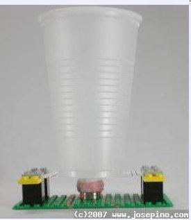 Tee-se-itse kaiutin Legoista, muovimukista ja magneetista