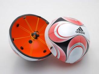 Adidaksen uusi jalkapallo kertoo tuomarille, että tuliko maali