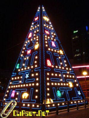 Madridiin on pystytetty Pac-Man joulukuusi