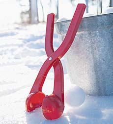 Sno-Baller liukuhihnastaa lumipallotehtailun