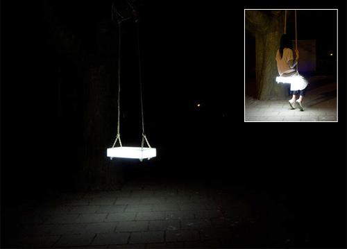 Swing Lamp tuo valoa yökeinujille