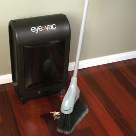 Eye-Vac Pro Vacuuming Dust Pan imaisee pölyt ympäriltään