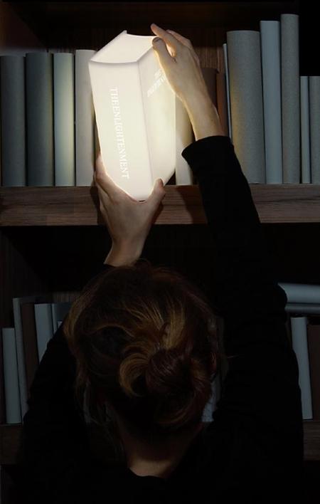 Enlightenment-valaisin on kirjan muotoinen