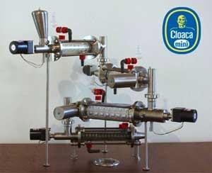 Mini Cloaca - työpöydälle mahtuva mekaaninen kopio ihmisen ruoansulatuksesta