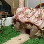 Lihatalo on lihasta tehty talon pienoismalli