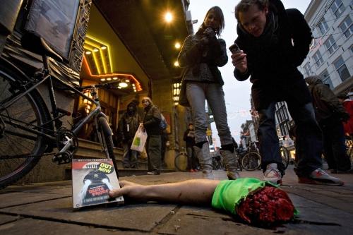 Irtonaiset raajat promosivat Death Proof -DVD:tä Hollannissa