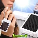 Kännykkäriipuksen kokoinen aurinkokennolaturi