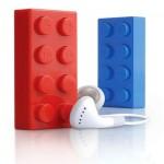 Legopalikan näköinen MP3-soitin ja iPod telakka