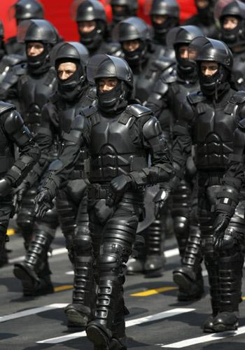 Perulaiset mellakkapoliisit muistuttavat epäilyttävästi Batmania