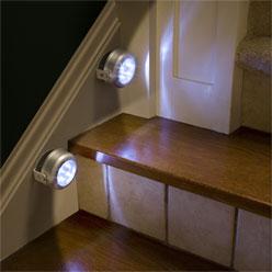 Ääneen reagoivat LED-spotit