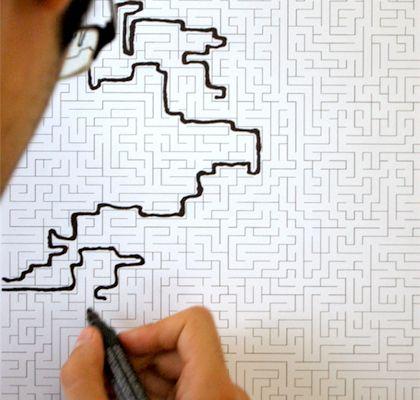Labyrinttitapetti on tapetti seiniin piirtelemistä varten