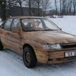 Puiseksi maalattu Opel