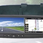 Taustapeiliin integroitu GPS-navigaattori