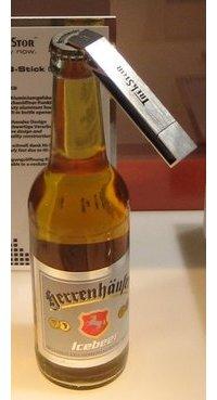 USB-muistitikku -pullonavaaja