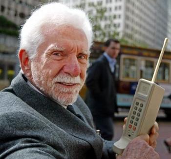 Kännykkä täytti 35 vuotta