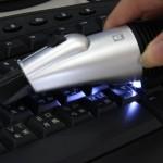 Turbo USB Mini Vacuum imuroi keksinmurut näppiksestä