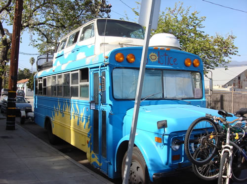 Kesäpäivänseisausbussi on aito hybridi