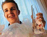 16-vuotias poika eristi muovia syövän mikrobin - muovikompostit tulossa?