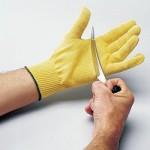 Kevlar-hansikkaat suojaavat keittiössä