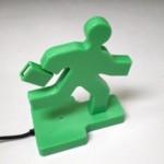 Vihreä salkkumies juoksee hätäuloskäynnille -usb-hubi