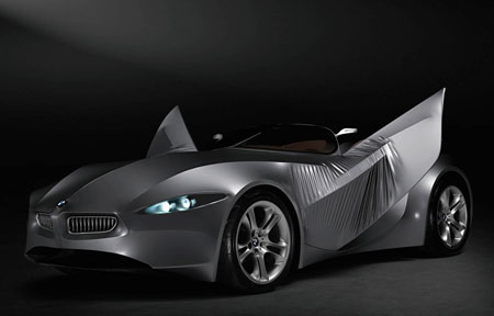 BMW GINA Light Visionary on konspetiauto, jonka pintamateriaali