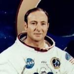 Apollo 14 -Kuulennon astronautti tri Edgar Mitchell väittää, että ulkoavaruuden oliot ovat ottaneet ihmiskuntaan useasti kontaktia viimeisen 60 vuoden aikana