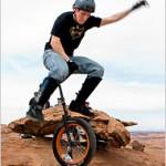 Muni-pyöräily on maastopyöräilyä yksipyöräisellä polkupyörällä