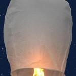 Flammea kuumailmapallo on kaunis ajatus ilmassa