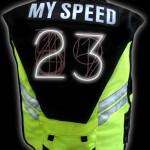 Speed-Vest näyttää pyöräilijän nopeuden hänen selässään