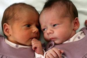 kaksoset syntyivät eri vuosina