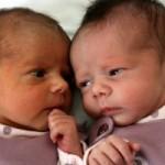 Englantilaiset kaksossisarukset joutunevat aloittamaan koulun eri vuosina