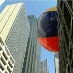 Dallasissa tiputettiin kadulle maailman suurin rantapallo