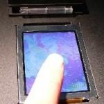 Uudet LCD-näytöt tunnistavat sormenjäljet tai mittaavat UV-säteilyä