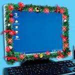USB-jouluvalot tietokoneen näytön ympärillä tuovat jouluisen tunnelman