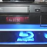 Panasonic DMP-BD70V on Blu-ray soittimen ja VHS-videon yhdistelmä
