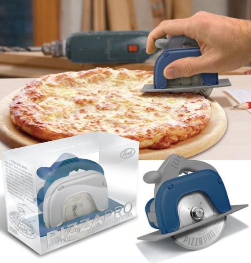 Pizza-Pro 3000 pistää pizzan paloiksi