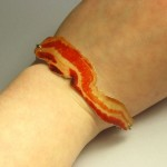 Bacon Bracelet on pekonirannekoru