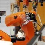 26 yliopisto-opiskelijaa ja viisi viikkoa – tuloksena jäätelöä tarjoileva teollisuusrobotti