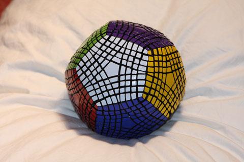 Petaminx on dodekaedri-Rubikin-kuutio 1