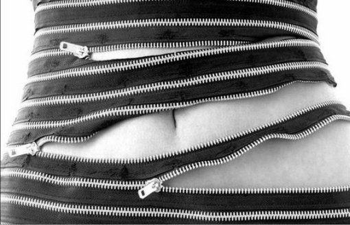 Modulaarinen mekko muuttaa muotoa vetoketjujen avulla 3